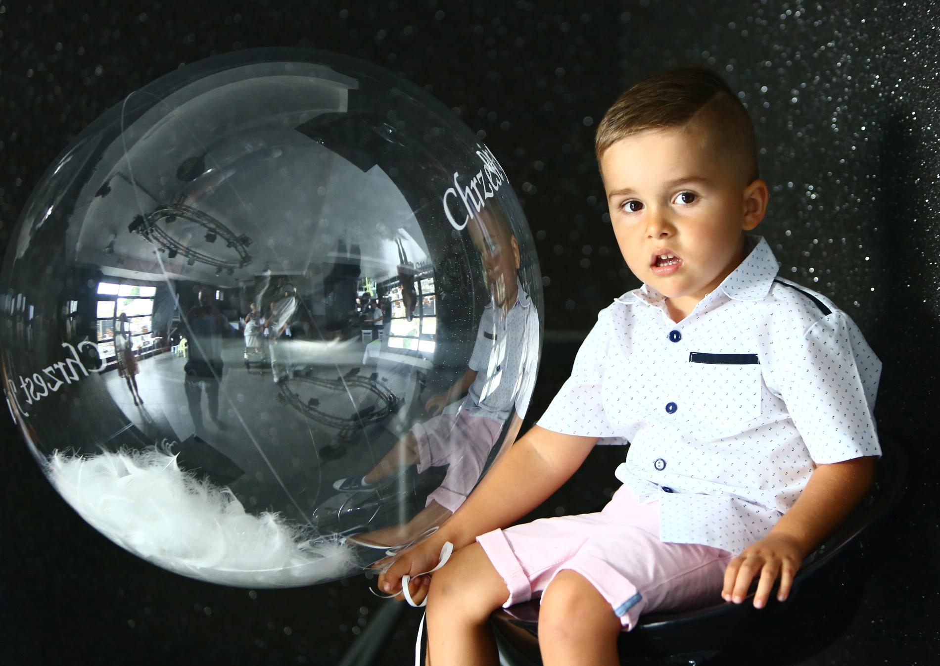 Zdjęcie dziecka z balonem